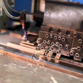 Ứng dụng máy CNC trong sửa chữa vi mạch điện tử như thế nào